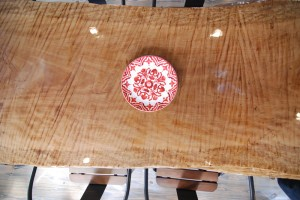 Eqheights_woodtable_plate